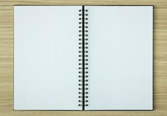 Offene Spirale Notebook auf Holz Hintergrund