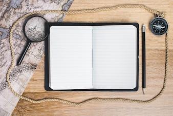Öffnen Sie Notizbuch, das Abenteuer zu schreiben