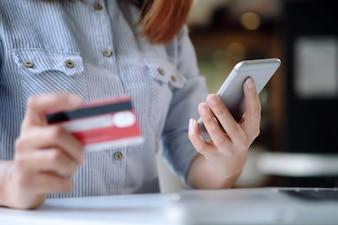 Mit Raiffeisen Masterpass und VisecaOne 3-D Secure Bezahlverfahren werden online Kreditkartenzahlungen einfacher und sicherer. Jetzt ausprobieren!