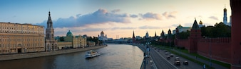 Panoramablick auf Moskau im Sonnenuntergang