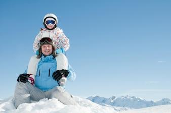 Papa und Tochter im Schnee
