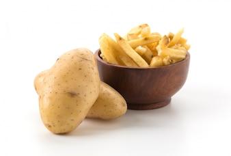 Pommes frites auf Holzplatte