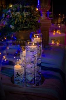 """""""Kerzen, die in Glasflaschen schweben"""""""