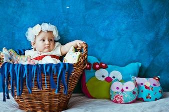 """""""Kleinkind Mädchen liegend in Babybassinet"""""""