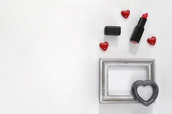 Rahmen mit Herz und Lippenstift