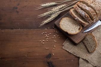 Roggen geschnittenes Brot auf dem Tisch