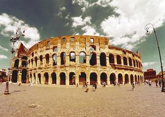 Römischen Kolosseum aus der Ferne gesehen
