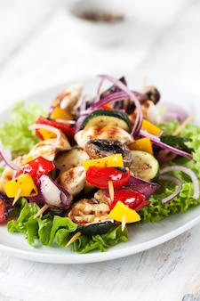 Salat mit gebratenen Gurken