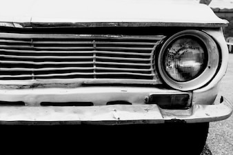 Scheinwerfer Lampe Vintage klassischen Auto geparkt, schwarz und weiß Vintage Film Korn Filter Effekt Stile