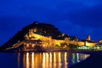 Schloss Vila Vella in der Nacht. Spanien