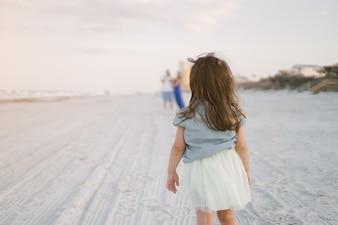 Schöne Familie am Strand