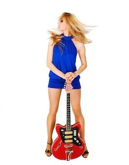 Schönes Mädchen mit Gitarre
