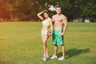 Schönes sportliches paare