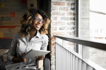 Schwarze erwachsene Business-Cafe Amerikaner