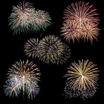 Set Feuerwerk isoliert auf schwarzem Hintergrund