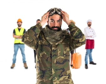 Soldat mit Pilotenhut