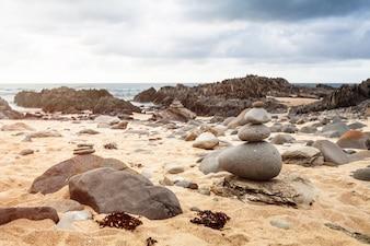 Stein Kieselstapel in Cape Conran Beach, Australien