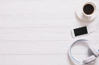 Stilleben mit Kaffee und Musik
