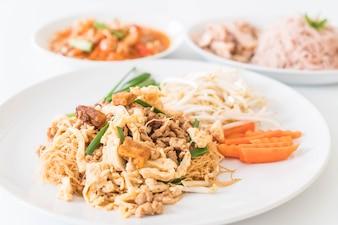 Stir Fry Nudeln im Thai-Stil