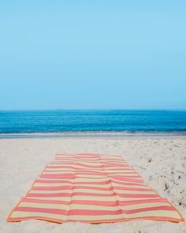 Stranddecke auf Sand