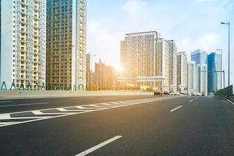 Straße und Stadtansicht