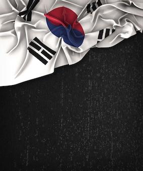 Südkorea-Flagge Weinlese auf einer Grunge-schwarzen Tafel mit Raum für Text