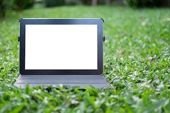 Tablette auf Gras