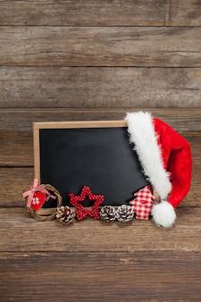 Tafel mit einem Hut Weihnachtsmann