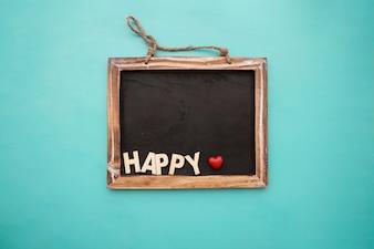 Tafel mit glücklichen Schriftzug und Herz