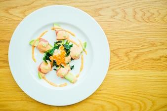 Thunfischrolle mit Avocadosalat