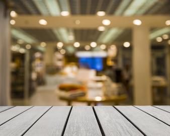 Tisch mit Blick auf den Laden