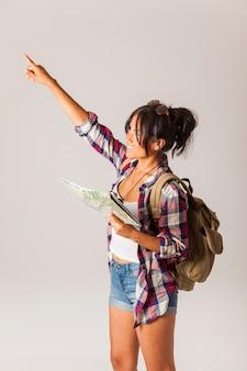 Tourist Frau zeigt