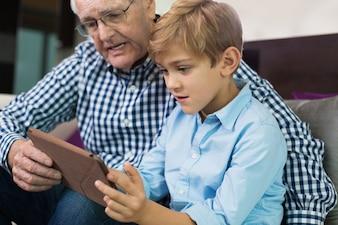 Tragen fällige ältere lässig alt