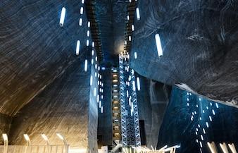 Turda, Rumänien, riesiges Salzbergwerk und U-Bahn-Museum, See