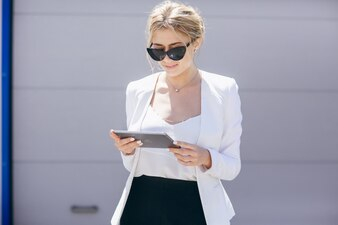 Typisierung Blick hinter Telefon Straße