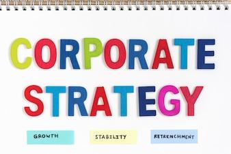 Unternehmensstrategie Definition auf dem Notebook