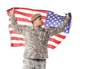 US Army Ranger mit amerikanischer Flagge