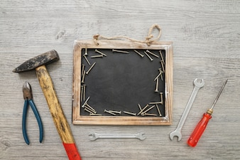Vatertag Zusammensetzung mit Werkzeugen, Schrauben und Schiefer