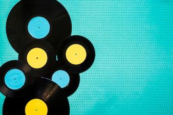 Verschiedene Vinyls und Platz auf der rechten Seite