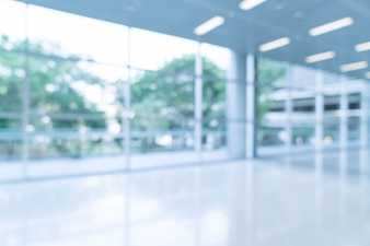 Verschwommene abstrakte Hintergrund Innenansicht Blick auf in Richtung zu leeren Büro Lobby und Eingangstüren und Glas Vorhang Wand mit Rahmen