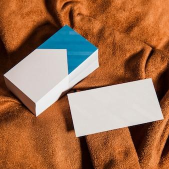 Visitenkarten auf Tuch