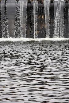 Wehr - Schleuse am Fluss