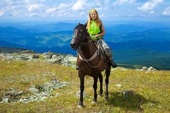 Weibliche Touristen zu Pferd
