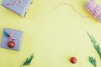 Weihnachtszusammensetzung. Flach legen, Draufsicht. Weihnachtsgeschenk.
