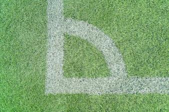 Weiße Linie auf einem Fußballfeld Gras
