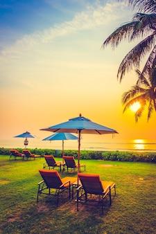 Weißen Stuhl Abendessen Sonnenschirm Hochzeit