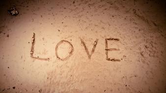 Wort Liebe auf Schlamm