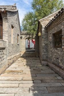 Ziegelhäuser und alte Gebäude in Nordwestchina sind für Touristen zu beobachten