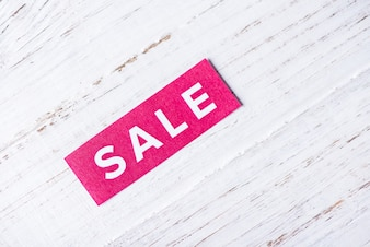 Zum Verkauf Zeichen auf weißem Holz Hintergrund