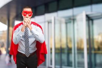 Zuversichtlich super Geschäftsmann macht eine Teamarbeit Geste